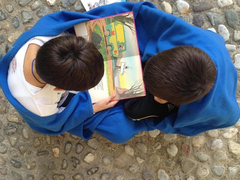 i_bambini_leggono.